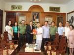 Nhà xuất bản Chính trị quốc gia Sự thật trao tặng sách nguyên Tổng Bí thư Lê Khả Phiêu