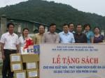 Trao sách tặng Nhà xuất bản và Phát hành sách quốc gia và Bảo tàng Cayxỏn Phômvihản Lào